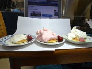 ホイップクリームをパンケーキにかけてみると
